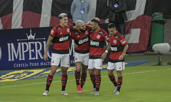 Flamengo goleia Volta Redonda e se classifica para a final do Carioca